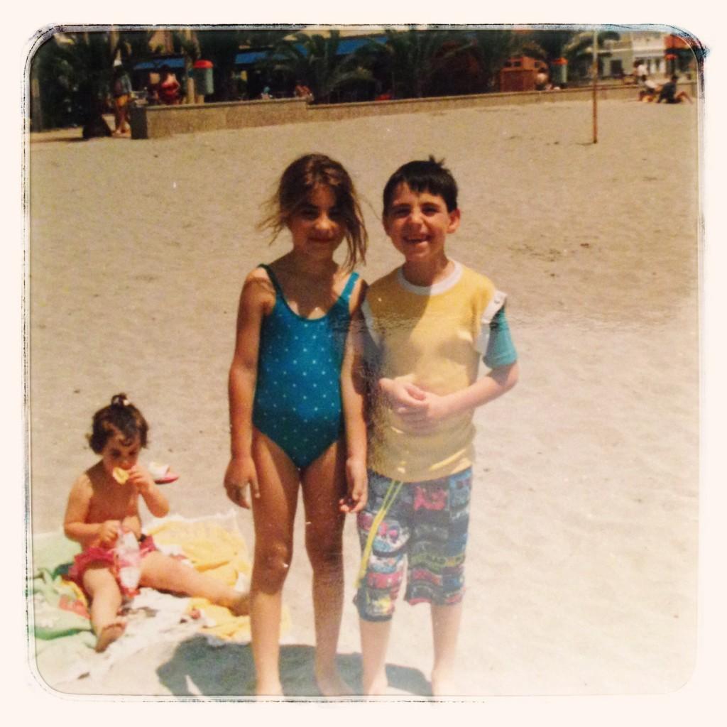 En la playa, allá por 1990.
